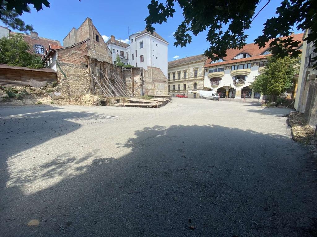 Kazinczy utca dzsámi állapotmegóvás, parkoló létesítés